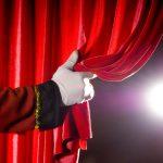 Вступили в силу новые ограничения. Посетители театров сдают билеты