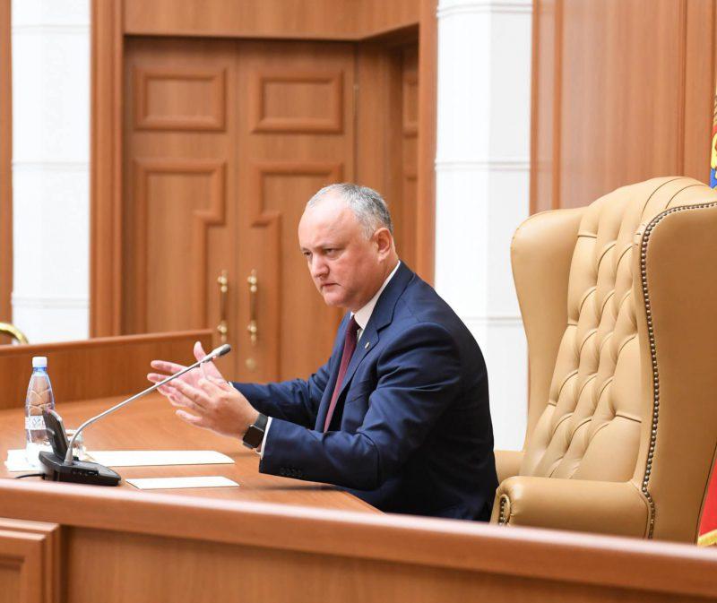 Сегодня президент проведет консультации с парламентскими фракциями