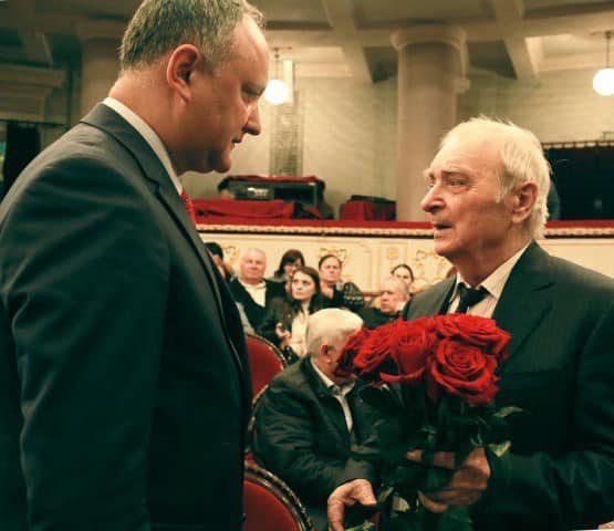 Президент поздравил с днем рождения известного молдавского писателя Иона Друцэ
