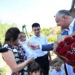 Президент навестил две семьи, живущие в Чимишлийском районе (ФОТО, ВИДЕО)