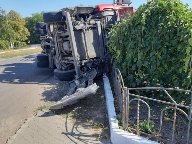 В Каушанском районе перевернулся грузовик с семечками (ФОТО)