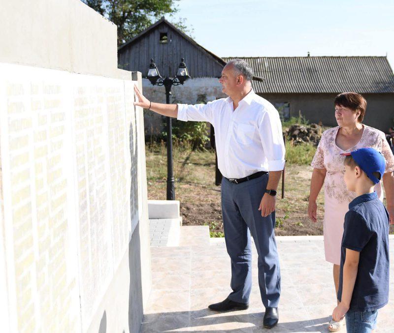 Додон: Мы должны приложить усилия для реставрации всех монументов военных лет! (ФОТО, ВИДЕО)