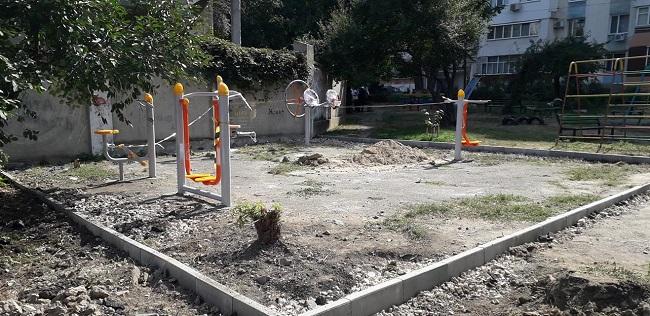 Стараниями социалистов в Кишиневе началась установка ещё одной фитнес-площадки (ФОТО)