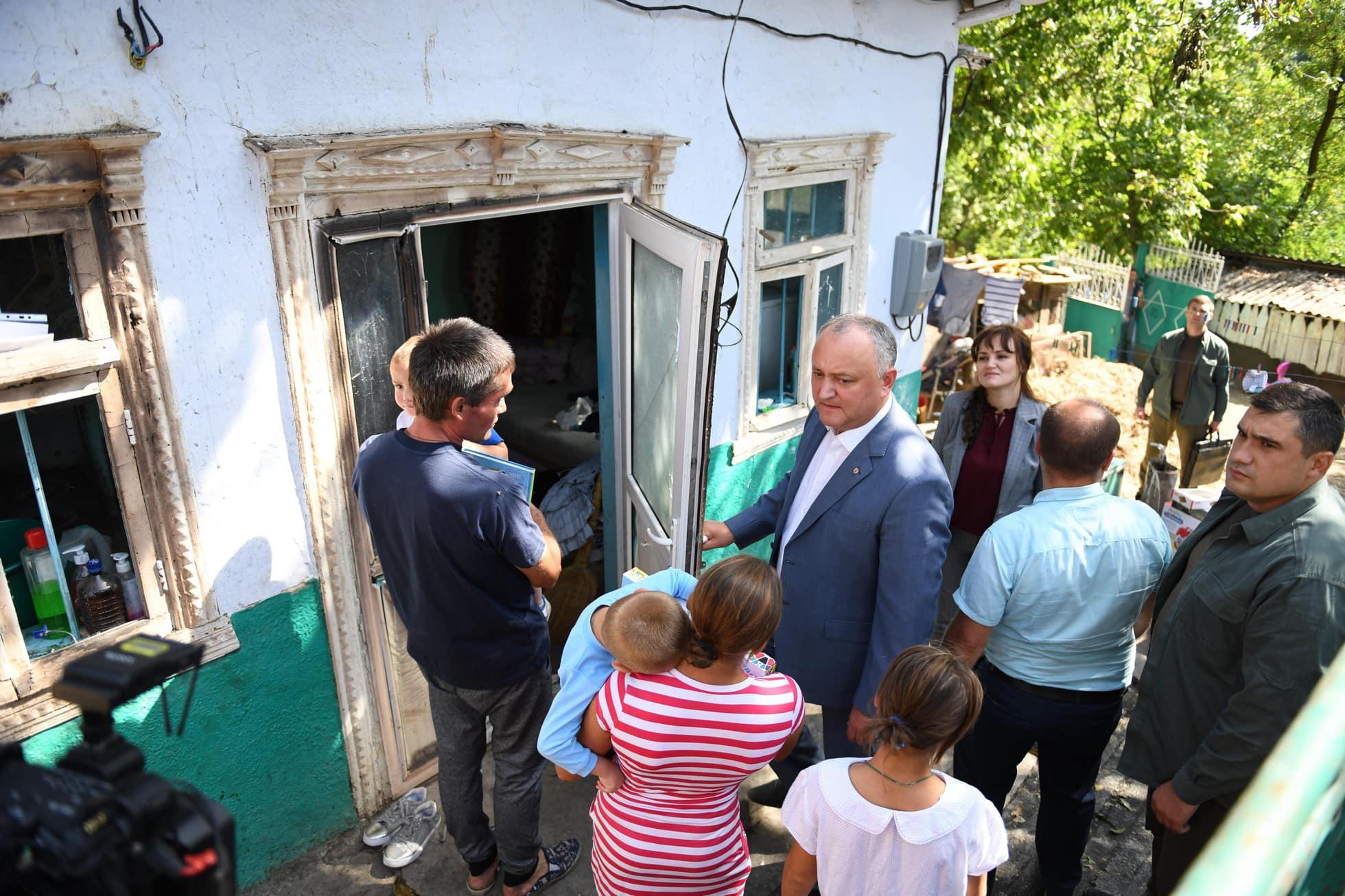 Семья президента решила помочь обрести крышу над головой еще одной нуждающейся семье (ФОТО, ВИДЕО)