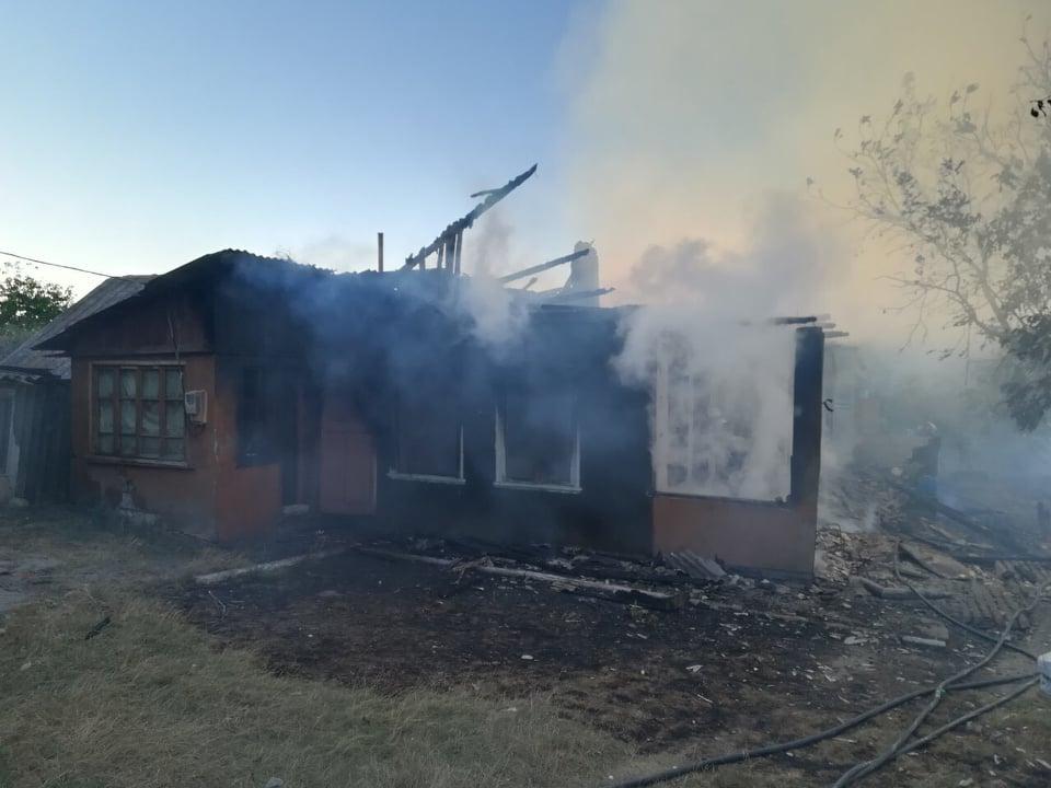 Пожар в Садова: огонь уничтожил 80% жилого дома, изъяты два газовых баллона (ФОТО)