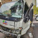 Серьёзная авария в столице: грузовик с молочкой врезался в столб (ФОТО, ВИДЕО)