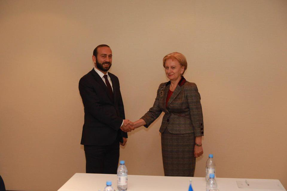 Гречаный выступила за расширение сотрудничества Молдовы и Армении (ФОТО)