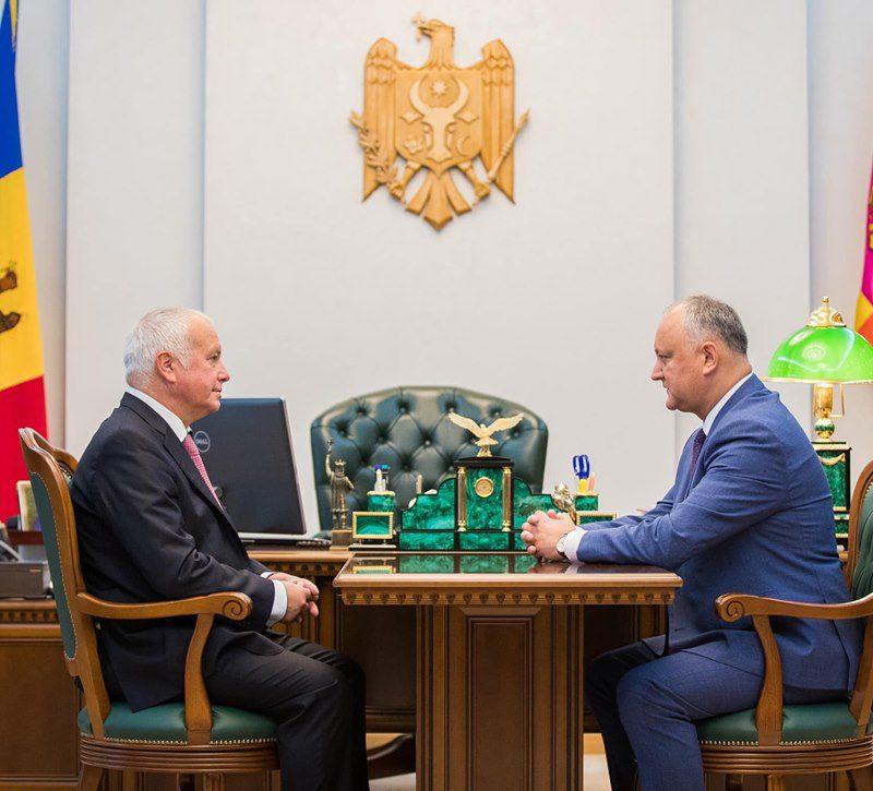 Президент провёл встречу с известным политологом Александром Раром (ФОТО, ВИДЕО)