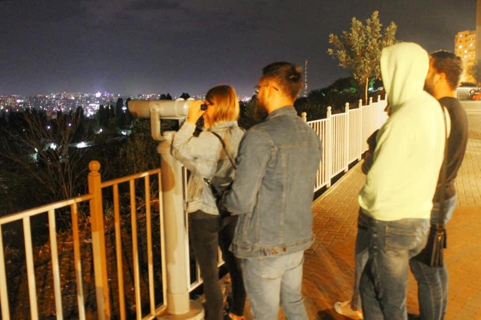 Со вчерашнего дня на смотровой площадке на Чеканах появилось ночное освещение (ФОТО)