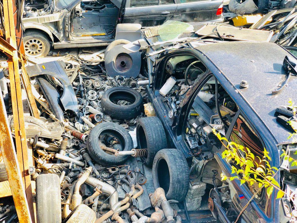 Незаконно ввозили автомобили, разбирали на запчасти и продавали: ущерб государству составил 3 миллиона леев (ФОТО)