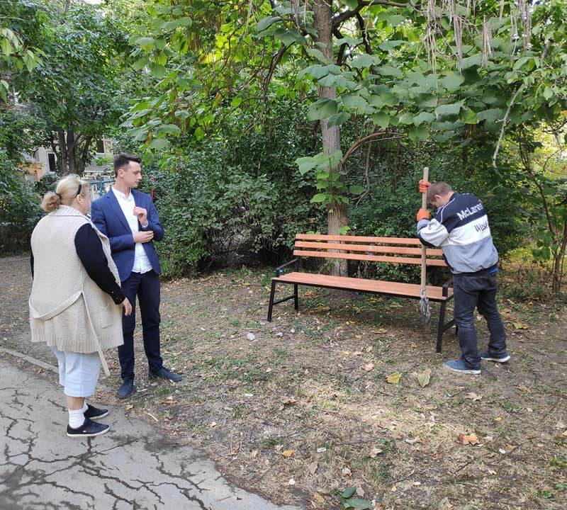 В рамках программы ПСРМ по благоустройству столичных дворов на улице Траян были установлены скамейки (ФОТО)