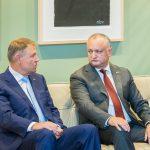Игорь Додон поздравил президента Румынии с днём рождения