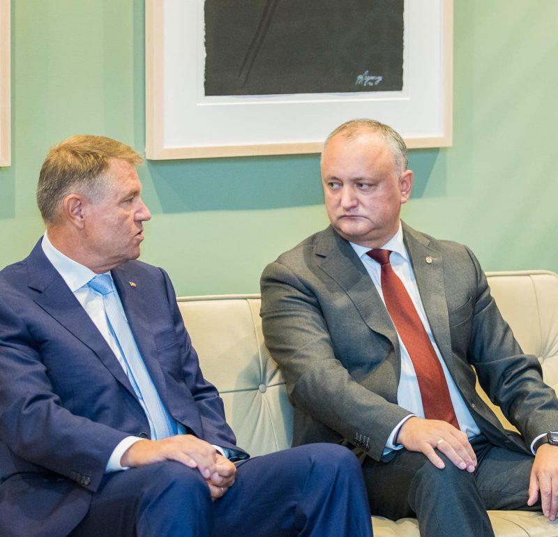 Додон поздравил Йоханниса с Национальным днём Румынии