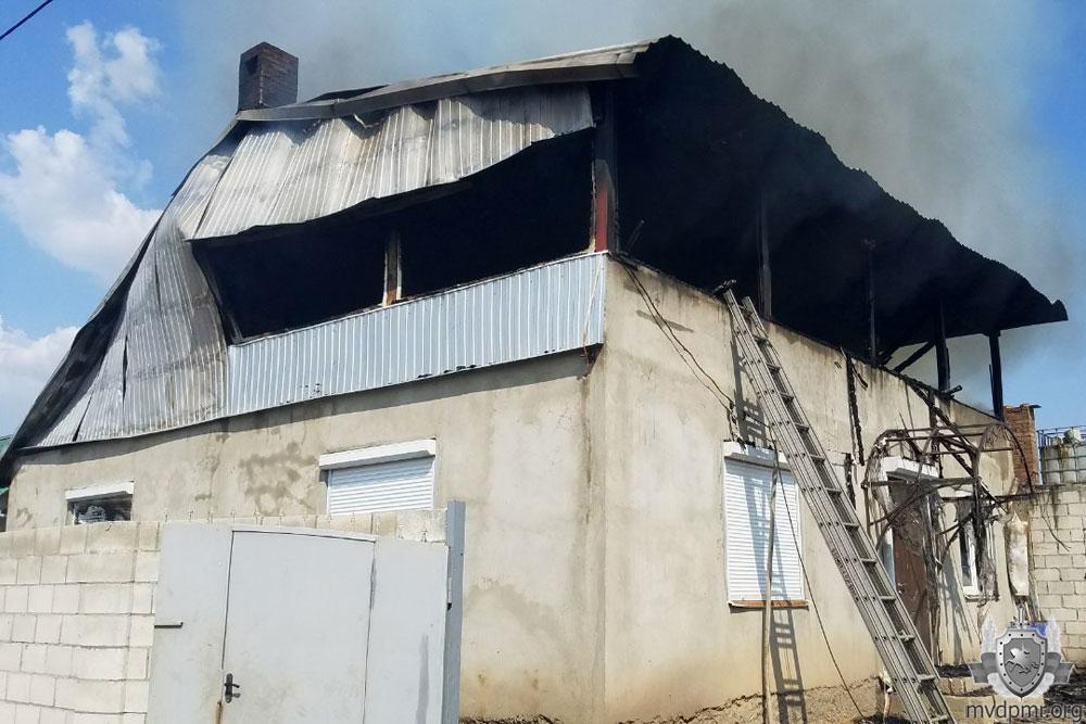 Пожар в Тирасполе: спасатели несколько часов тушили дачу (ФОТО)