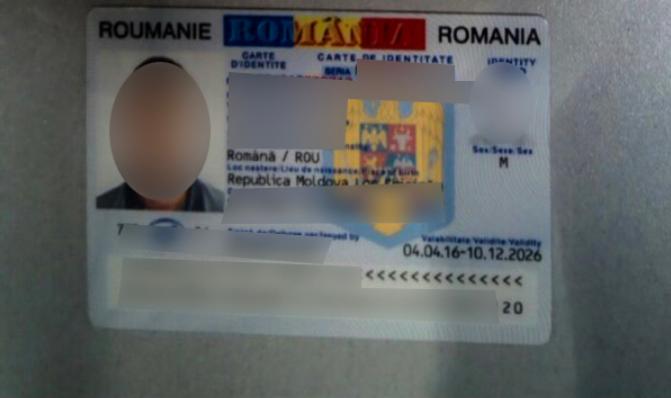 Пограничники нашли фальшивый документ у депортированного из Франции молдаванина