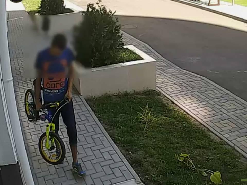 В столице задержали подозреваемого в серии краж велосипедов и детской коляски (ВИДЕО)