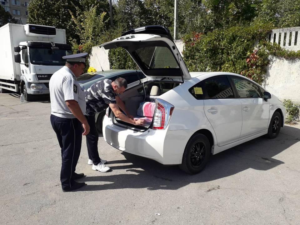 Масштабная проверка машин служб такси выявила ряд нарушений: 11 автомобилей остались без номеров (ВИДЕО)