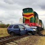 Жуткое ДТП на железной дороге: поезд рейса Унгены-Бельцы врезался в машину, водитель скончался