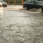 Сильный дождь с градом затопил улицы в Глодянах (ФОТО)