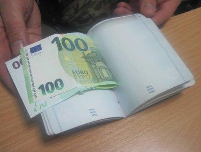 Молдаванин предлагал сумским пограничникам взятку в 200 евро
