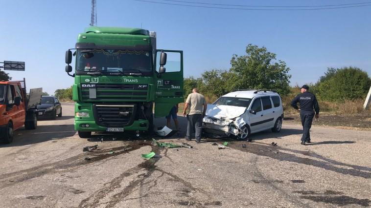 В Страшенском районе произошла серьёзная авария с участием фуры: есть пострадавшие