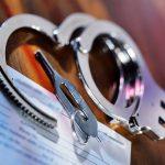 Задержаны НАЦ: два налоговых инспектора вымогали деньги у предпринимателя