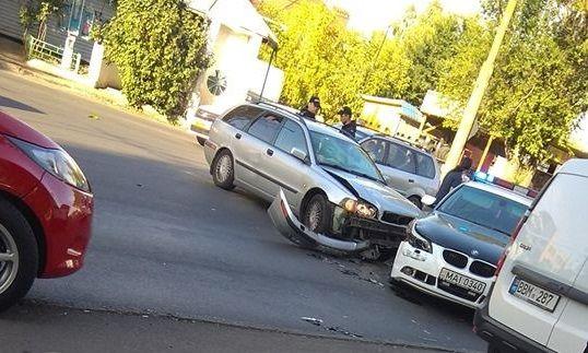 Утренняя авария на Телецентре: Volvo врезался в автомобиль полицейских