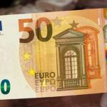 Занимавшийся незаконной перевозкой пассажиров мужчина предложил взятку в 50 евро, чтобы избежать наказания