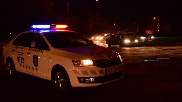 Пьяная, за рулём, с двумя детьми: горе-мать попалась патрульным в Кишинёве (ВИДЕО)