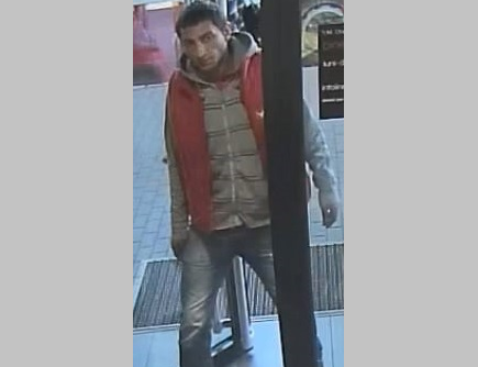 """В Бельцах разыскивают мужчину, укравшего в магазине """"умные часы"""""""