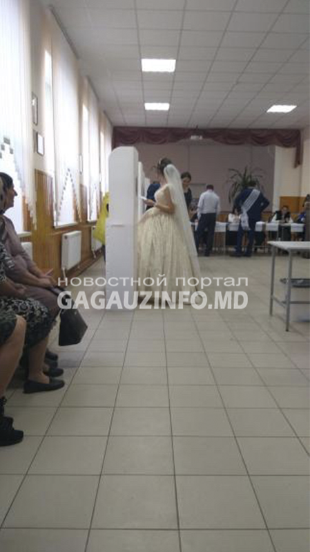 Ах, эта свадьба: в Комрате на выборы пришли молодожёны (ФОТО)