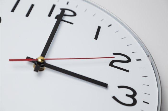 """""""Зимнее"""" время: гражданам напоминают не забыть перевести часы 27 октября"""