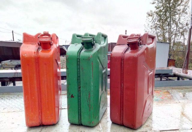 Молдаванин пытался незаконно перевезти 500 л топлива через российско-латвийскую границу