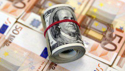 Курс валют: снижение евро и доллара продолжается