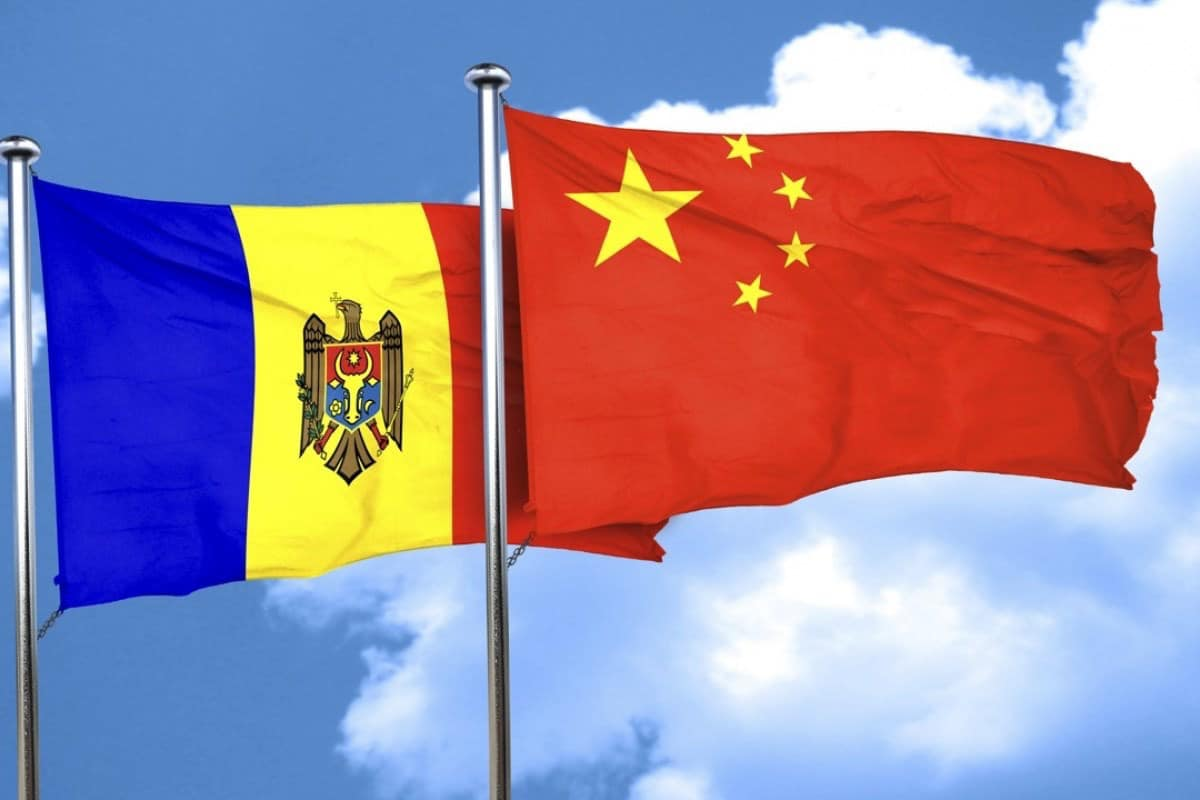 Фура с гуманитарной помощью от Китая едет в Кишинев (ВИДЕО)