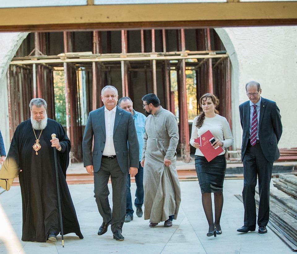 Президент пообещал помочь восстановить сгоревшую летом церковь в Гринэуць (ФОТО, ВИДЕО)