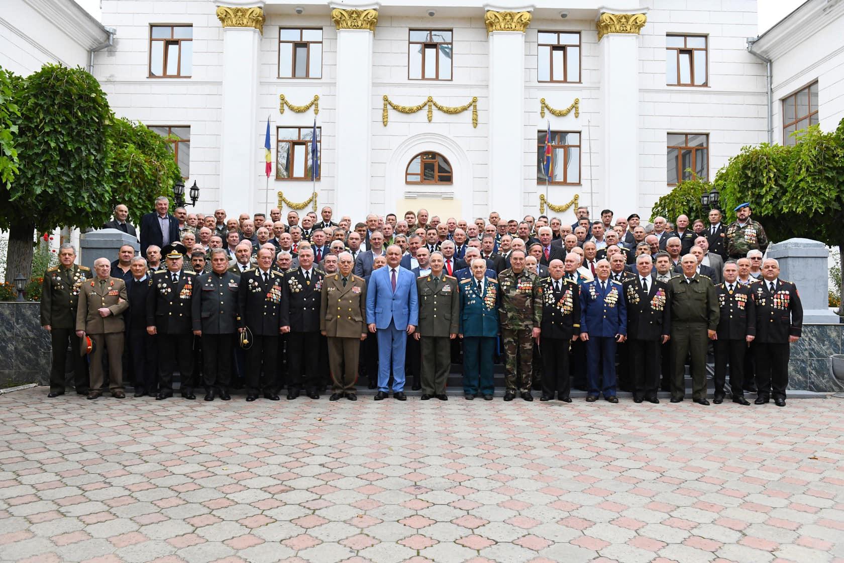 Додон: Все отставные и действующие офицеры служат опорой нашего государства, являясь его истинными патриотами и хранителями! (ФОТО, ВИДЕО)
