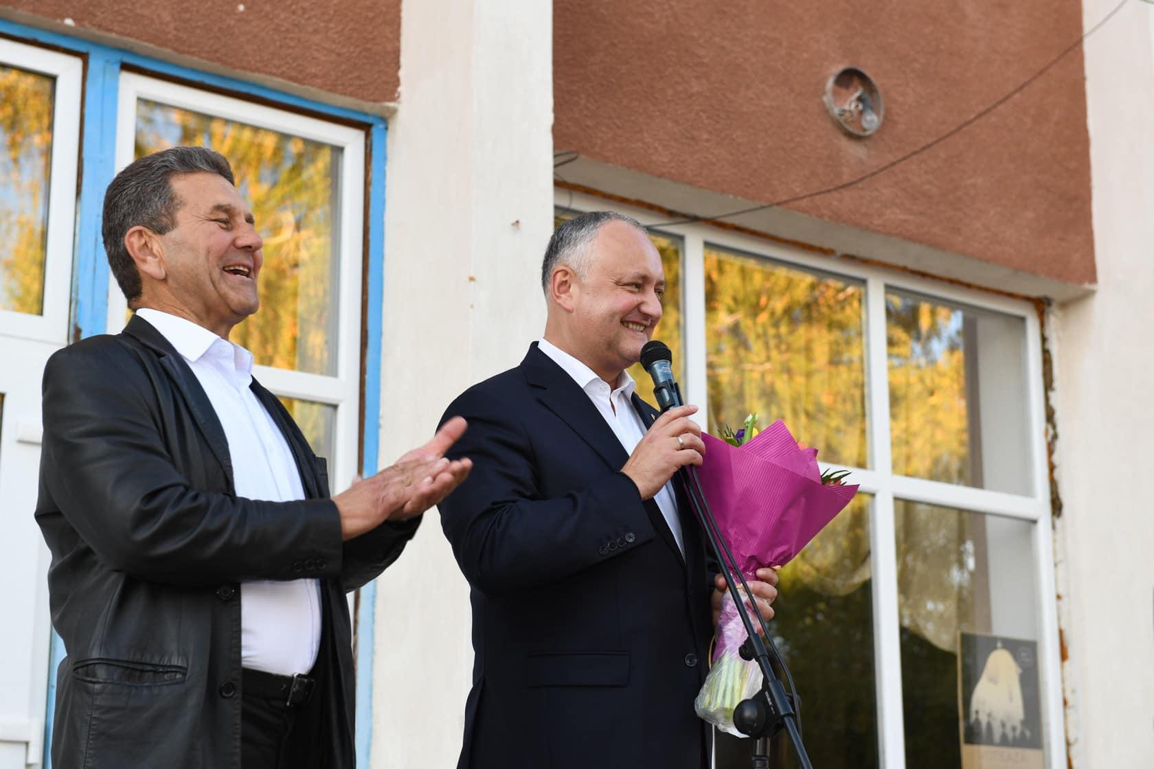 Игорь Додон пообщался с односельчанами в Садова и навестил многодетные семьи и супругов – долгожителей (ФОТО, ВИДЕО)