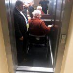 По инициативе социалистов в примэрии Кишинева установили лифт для людей с ограниченными возможностями