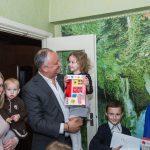 Президент навестил с подарками многодетную семью в Единцах (ФОТО, ВИДЕО)