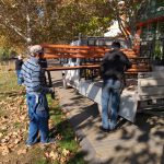 На Ботанике стараниями социалистов продолжают устанавливать новые скамейки (ФОТО)