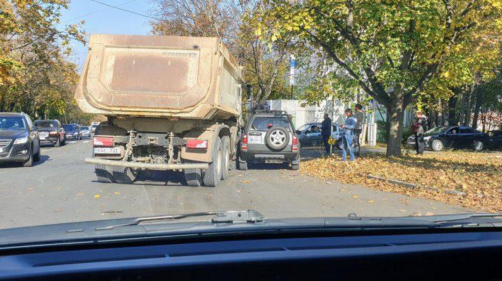 Авария в Кишинёве: столкнулись грузовик и джип