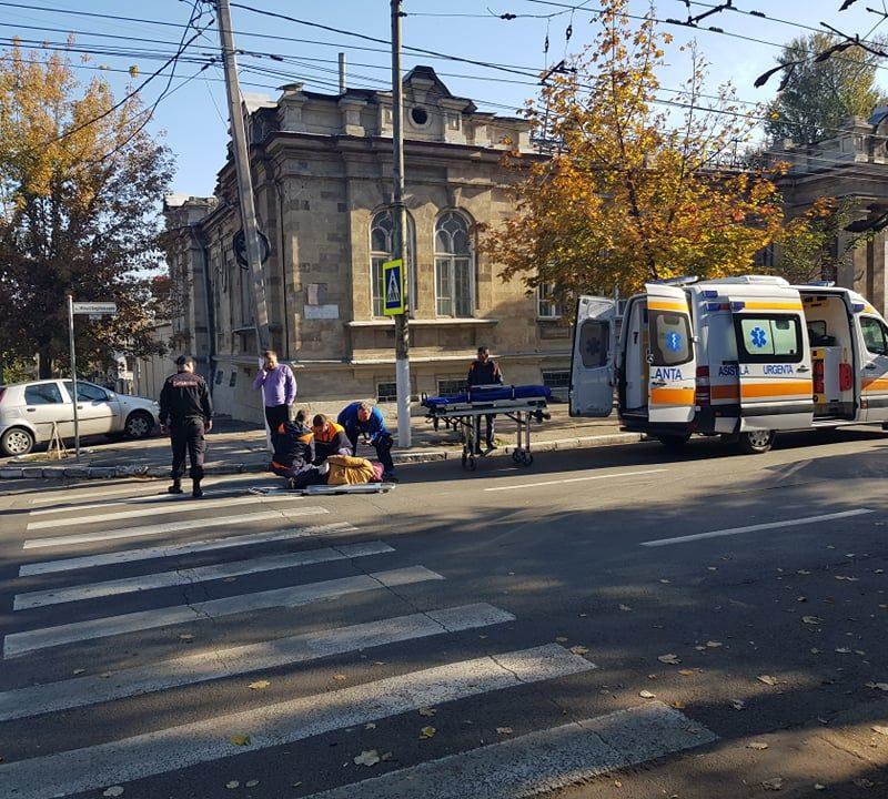 """В центре столицы на """"зебре"""" сбили пешехода (ВИДЕО 18+)"""