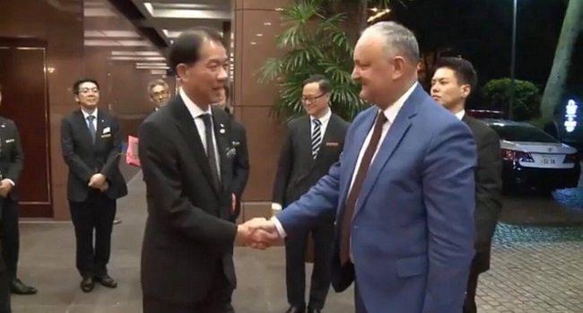 Додон совершает визит в Японию: президент примет участие в церемонии интронизации императора Нарухито