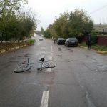В Дубоссарах дорогу не поделили легковушка и велосипедист (ФОТО)