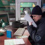 """Иностранец попытался пересечь границу Молдовы с тремя поддельными """"зелёными картами"""" (ФОТО)"""