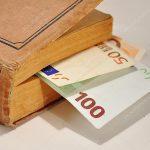 Дача взятки через книгу: двух полицейских из Бельц задержали по подозрению в коррупции