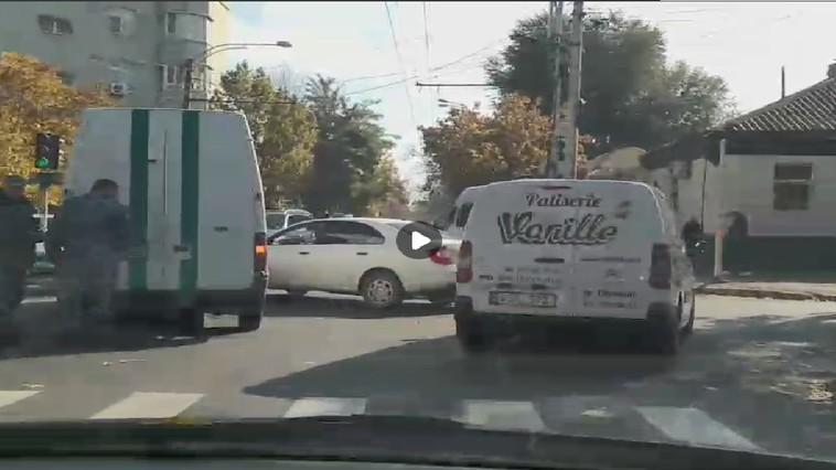 Заключённый не попал в суд из-за ДТП в центре столицы (ВИДЕО)