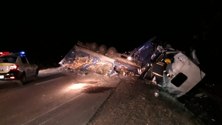 В Конгазе после столкновения с трактором перевернулся грузовой автомобиль (ФОТО, ВИДЕО)