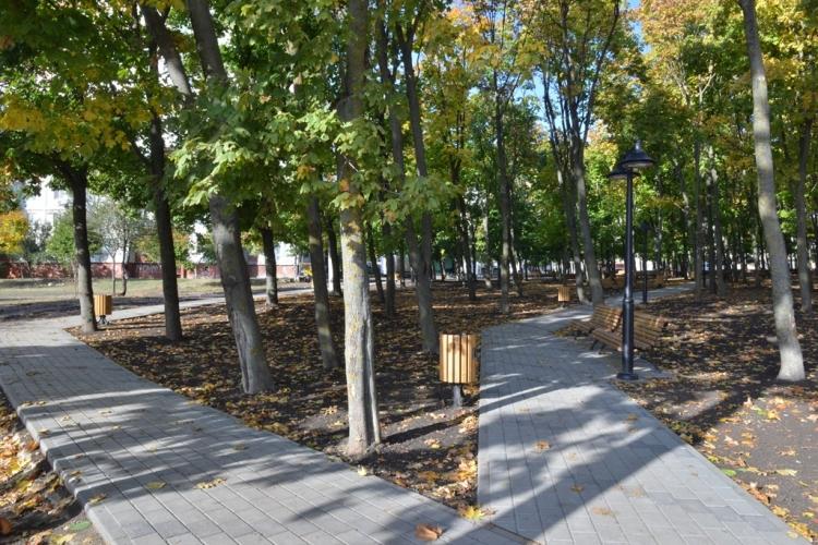 На Чеканах завершены работы по обустройству смотровой площадки и сквера (ФОТО)